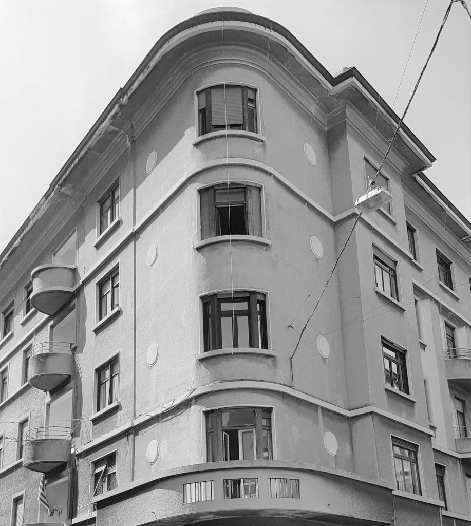 Una visione in bianco e nero della casa degli sposi di Via Rossetti