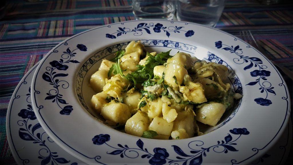 Passione  gnocchi con asparagi rucola e gorgonzola