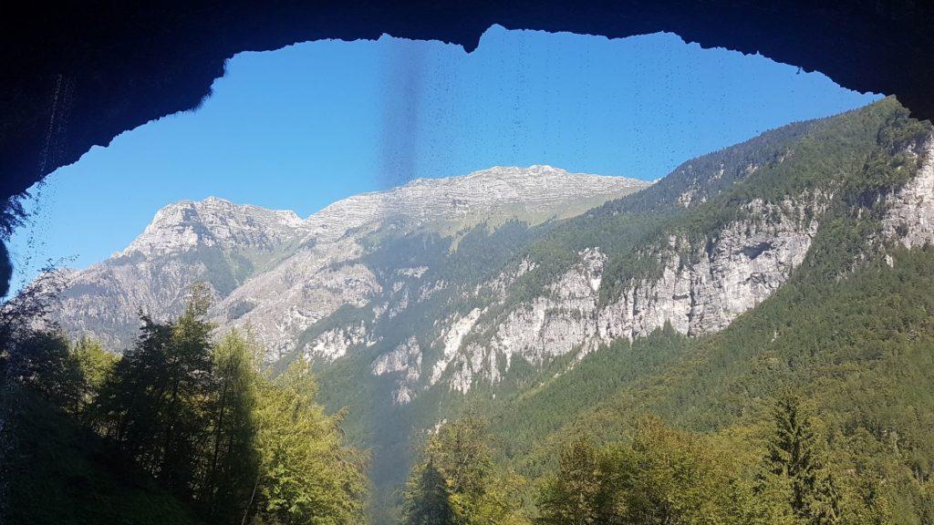 dentro la grotta