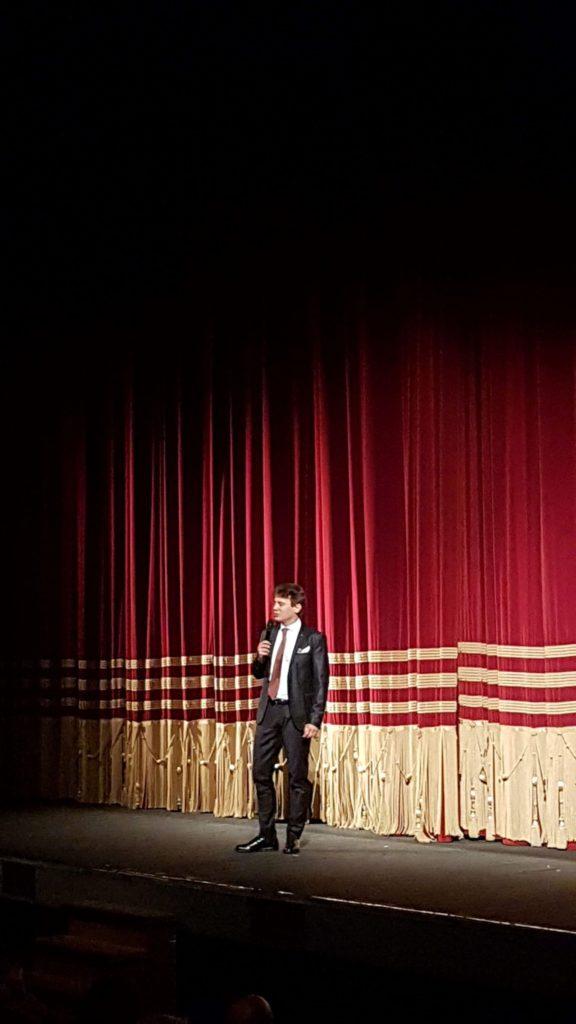 Il presidente Granbassi saluta il pubblico del Rossetti