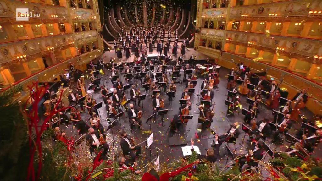 L'orchestra e il coroal Teatro fenice di venezia