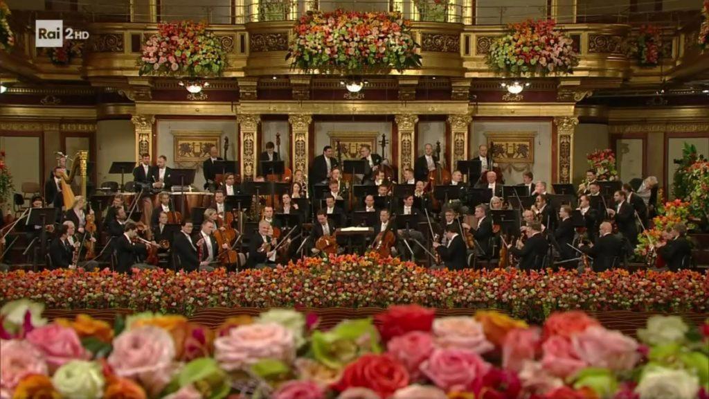 La filarmonica di Vienna tra i fiori al concerto di capodanno 2020
