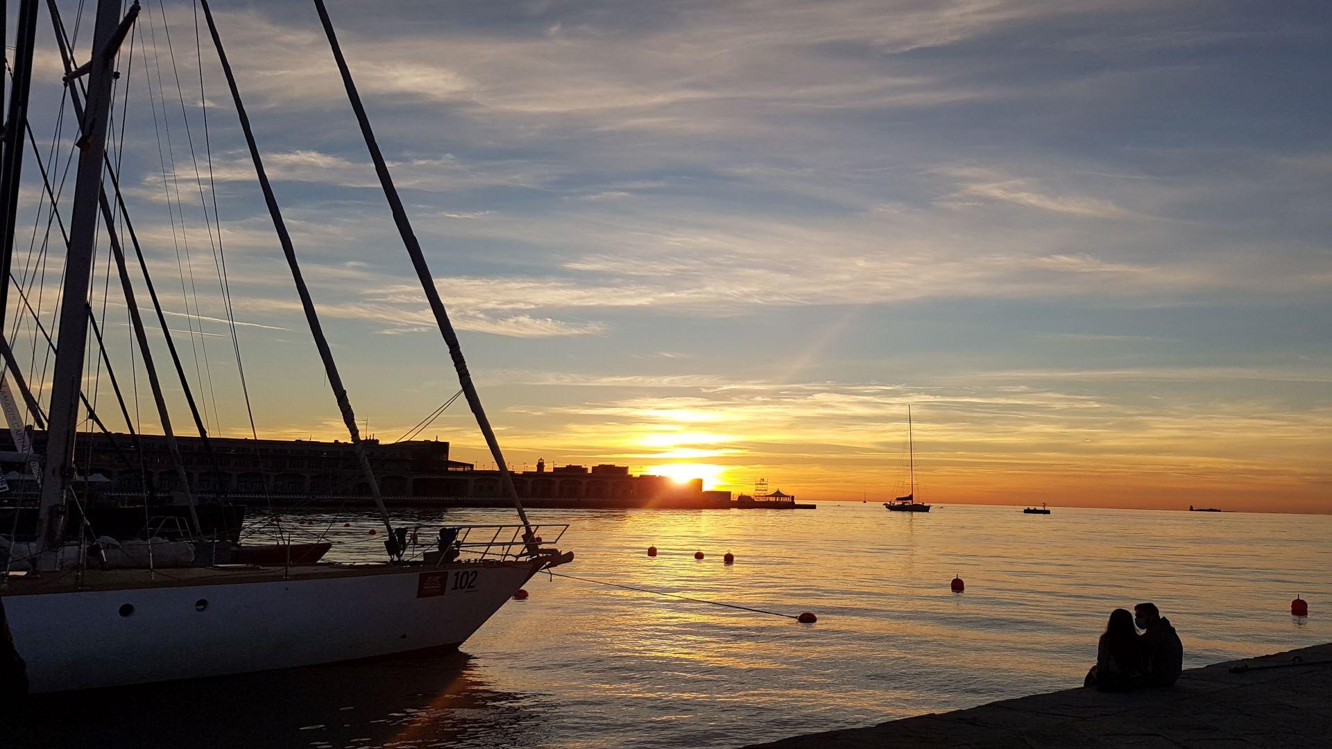 TTrieste tramonto romantico min