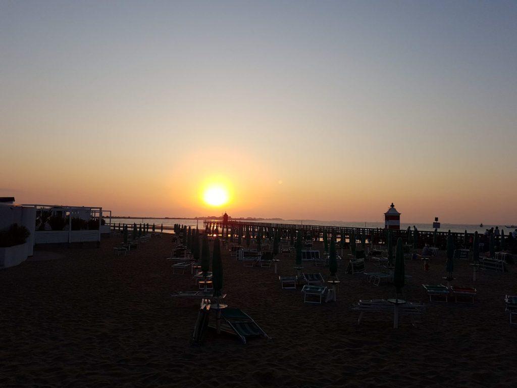 La spiaggia del faro allalba min
