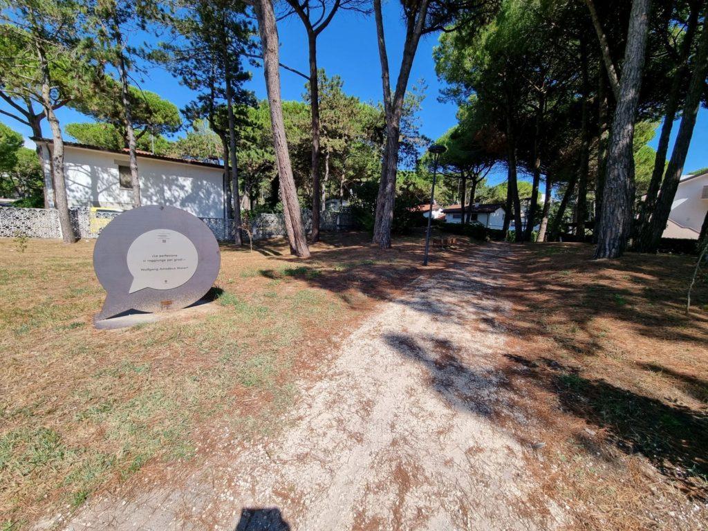 ciclabile a Lignano Riviera immersa nella pineta