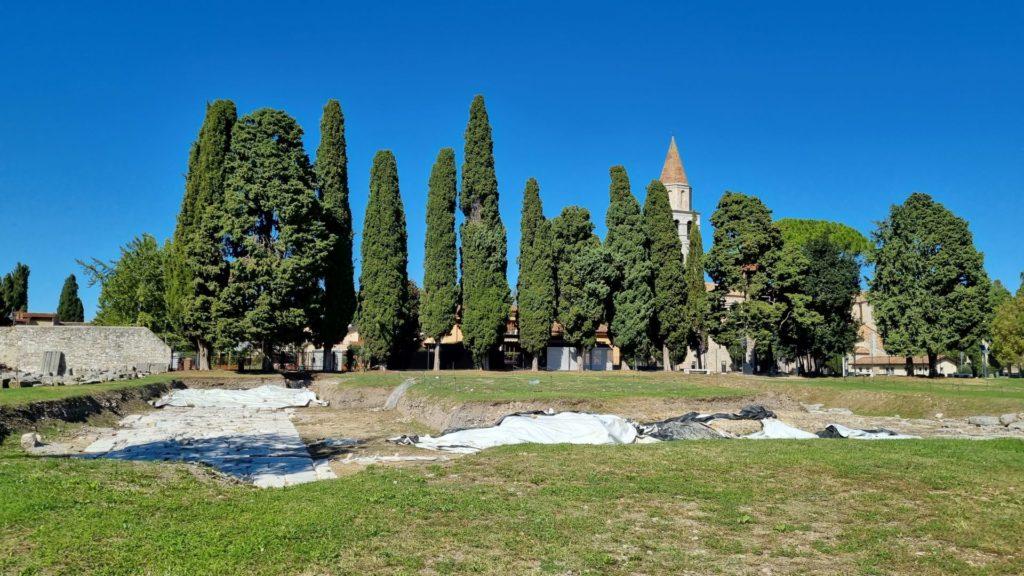 Visitare Aquileia romana piazza del mercato min