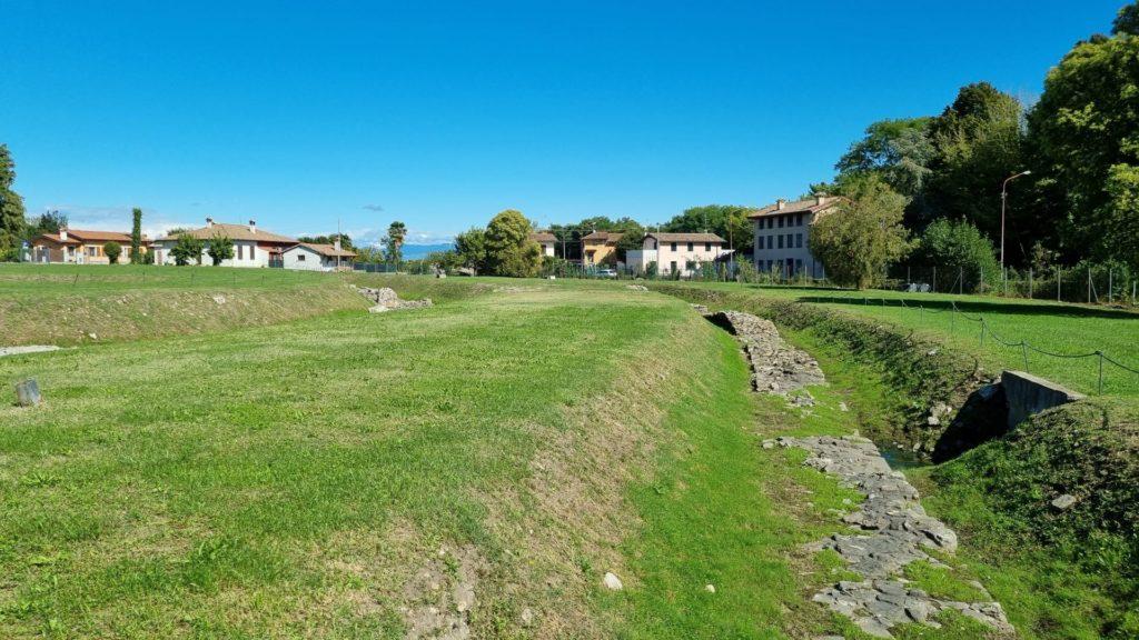 Sito archeologico di Aquileia- vestigia delle mura difensive